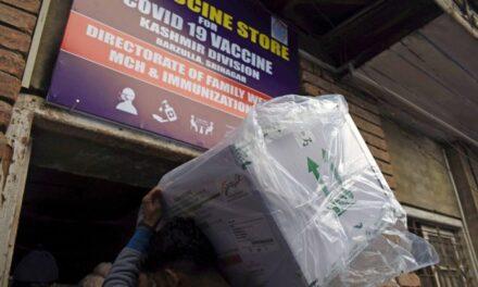 Kashmir struggles for vaccines; Srinagar records 0 doses for 5 consecutive days