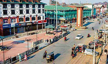 Kashmir valley on the edge of economic despair